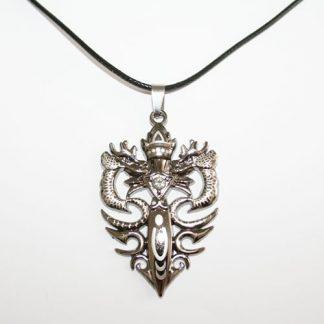 Halsband svärdet och draken